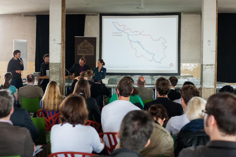 Das Team der ZZZ beim Vortrag