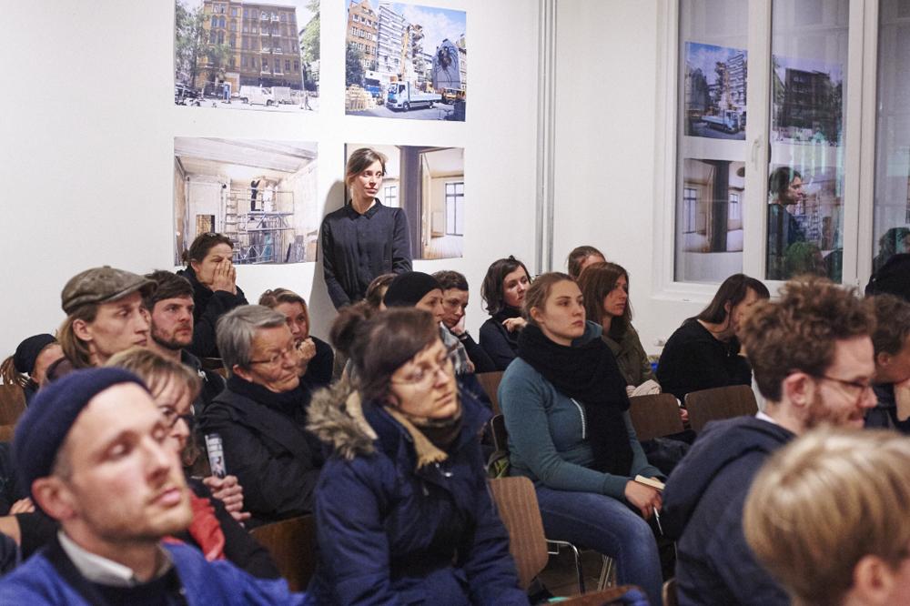 Publikum und Fotoausstellung